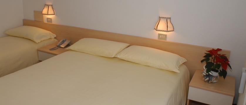 italy_livigno_hotel-alaska_bedroom2.jpg
